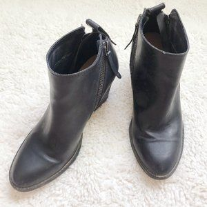 DV by Dolce Vita Black Zippered Booties Size 7.5